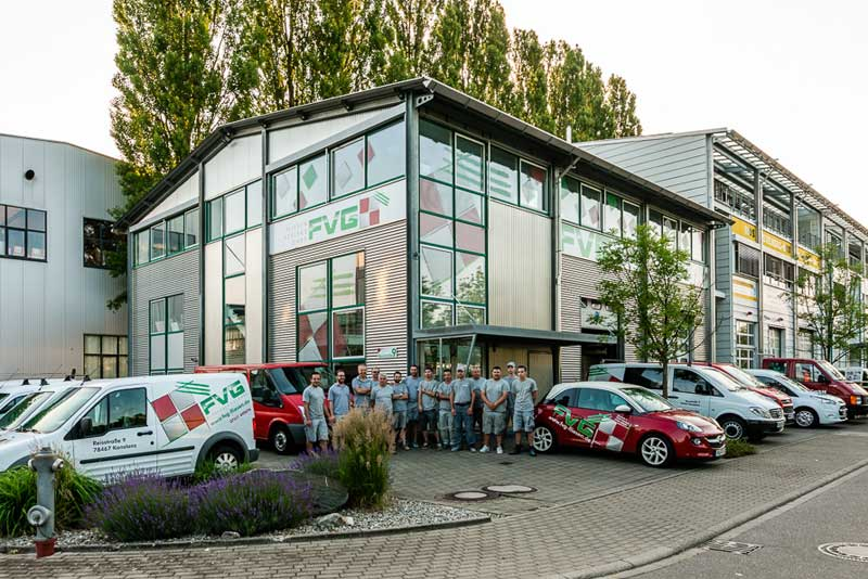 FVG Teamfoto vor Geschäft - FVG - Konstanz