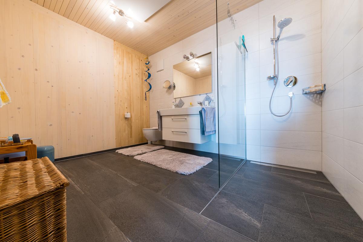 Gemütliches Bad mit Holzwand - FVG - Konstanz